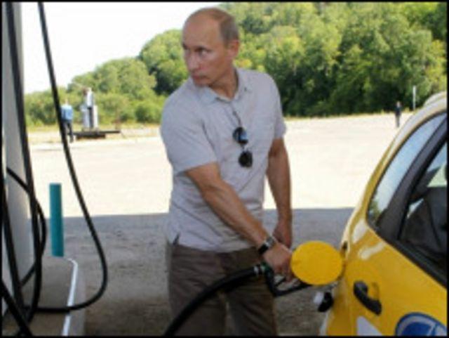 Путін заправляє Ладу-Каліну