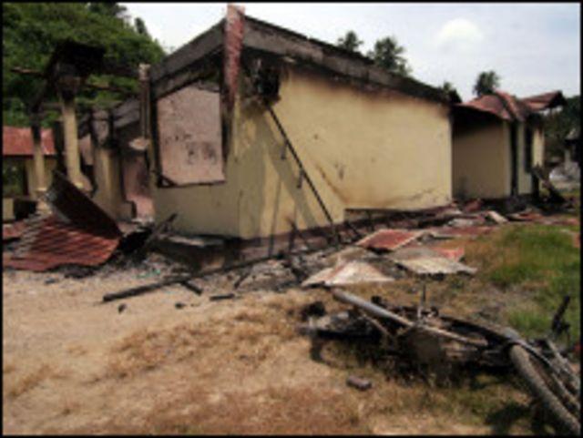 Selain menelan korban jiwa, kerusuhan juga menyebabkan kerusakan bangunan