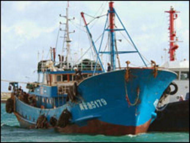 Tàu Trung Quốc bị Nhật Bản bắt giữ tại Shenkaku
