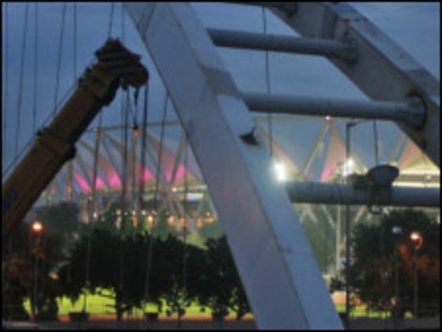 Jembatan penyeberangan roboh di lokasi