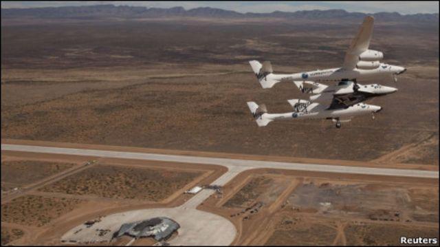 """SpaceShip Two над космопортом """"Америка"""""""