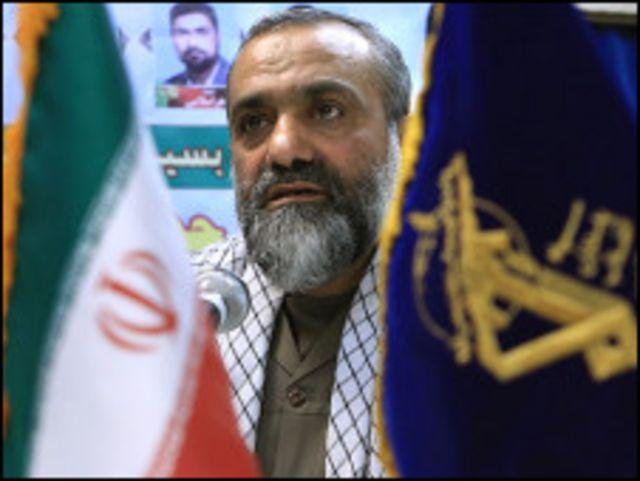 """فرمانده بسیج گفت این سازمان قصد دارد """"دخالت های مستقیم تری"""" را در تهیه و تالیف کتب درسی از جمله آموزش دفاعی اعمال کند"""