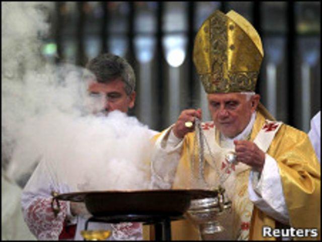 Папа освящает собор Святого Семейства