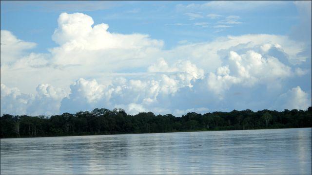 El amazonas a su paso por Iquitos. Foto: Javier Lizarzaburu