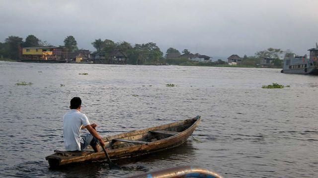 """Peque-peque"" en Iquitos.  Foto: Javier Lizarzaburu"