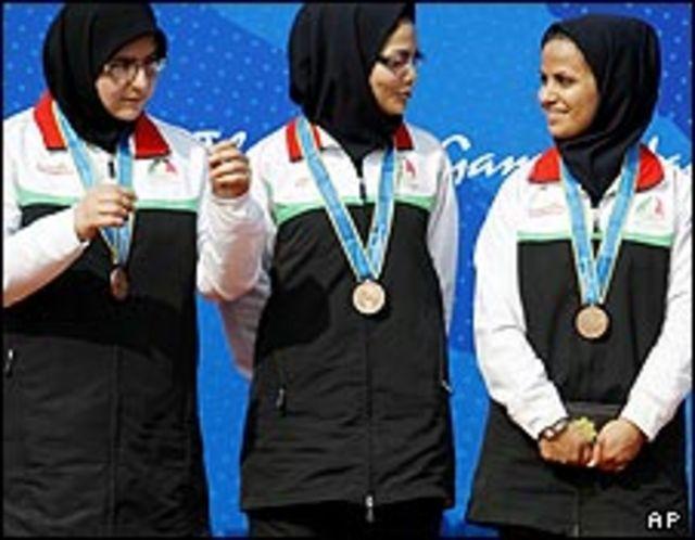 در تیراندازی تیمی تفنگ 50 متر سه وضعیت الهه احمدی، مهلقا جام بزرگ و مریم طالبی در رده سوم ایستادند
