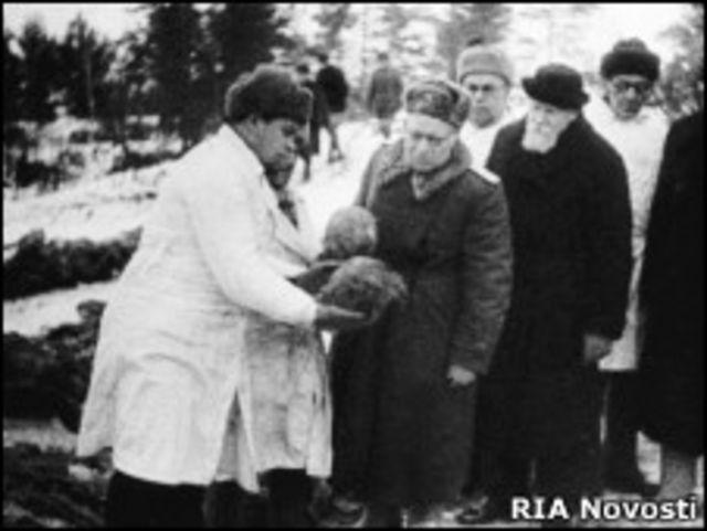 Комиссия академика Николая Бурденко работает в Катыни