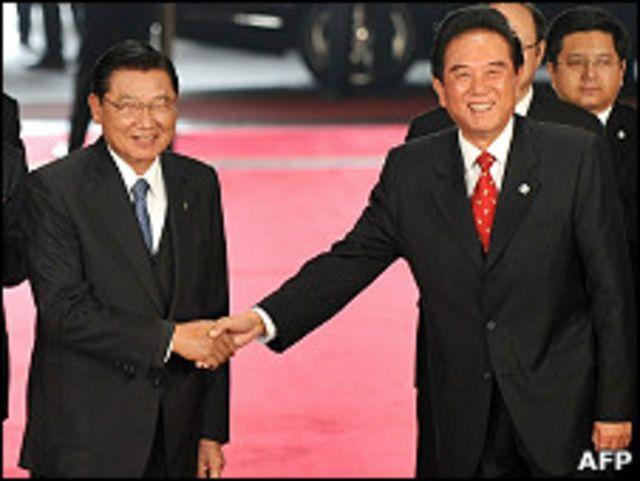 陳雲林(右)與江丙坤握手道別(22/12/2010)