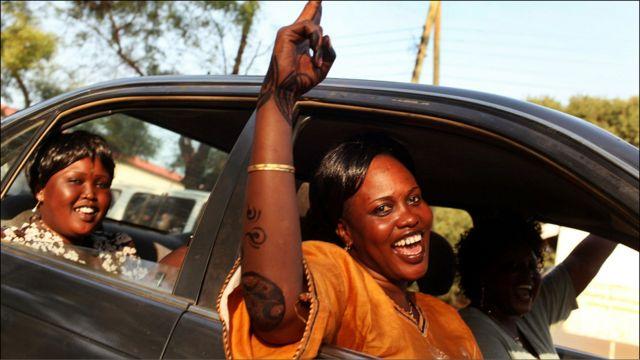 نساء جنوبيات يحتفلن في جوبا