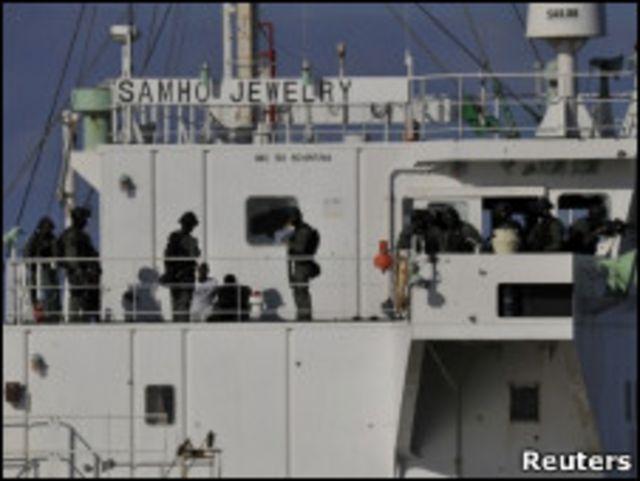 韓國突擊隊登上三湖珠寶號貨輪