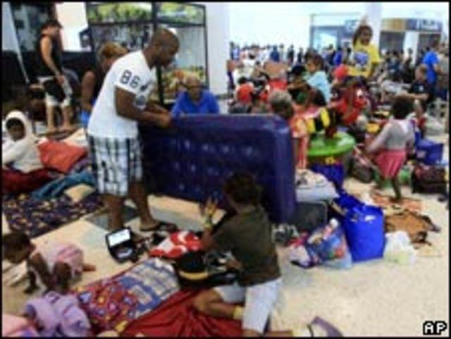 凱恩斯一家商場成為臨時庇護所(02/02/2011)