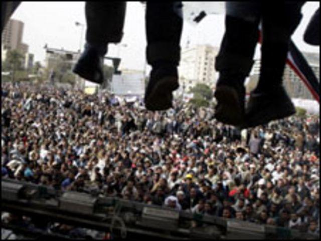 聚集在開羅解放廣場的人群
