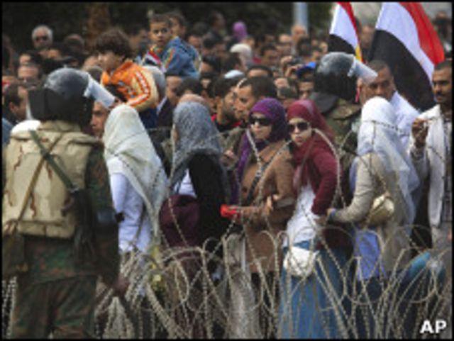 開羅解放廣場上的示威者(06/02/2011)