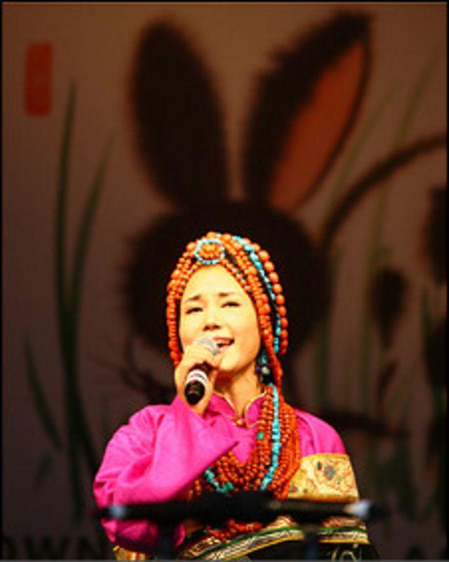 藏族歌手索朗旺姆獨唱《金色故鄉》
