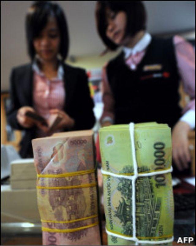 銀行成捆的越南盾