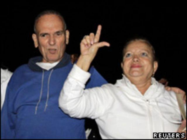馬塞達獲釋後和妻子波利安在一起。