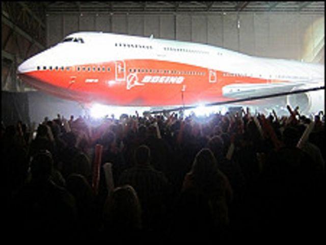 波音747-8客機下線