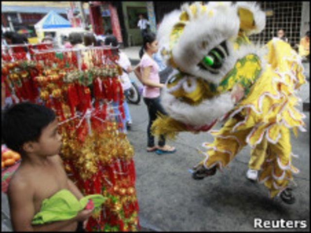 馬尼拉街頭迎春節舞獅