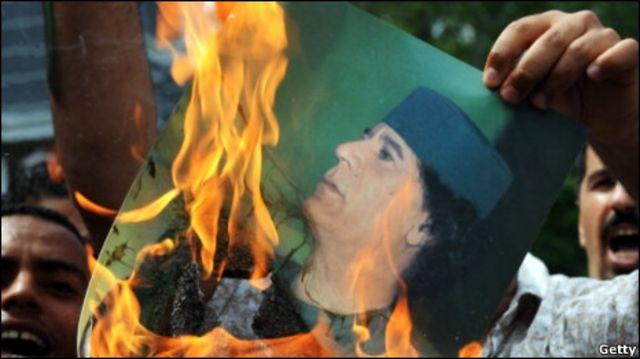 CP Việt Nam sớm muộn cũng sẽ phải tỏ thái độ trước làn sóng dân quyền chống 'người bạn Gaddafi'