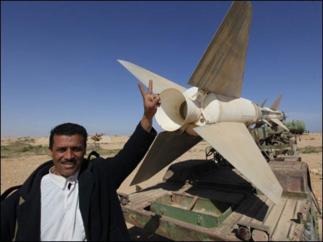 Quân đội Libya bỏ cả dàn tên lửa để chạy sau cuộc nổi dậy của dân chúng tại Tobruk