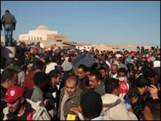 數千人被在利比亞與突尼斯邊界地帶