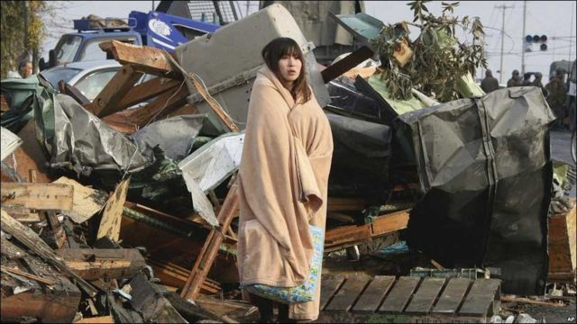 Місцеві мешканці чекають на порятунок у префектурі Міягі