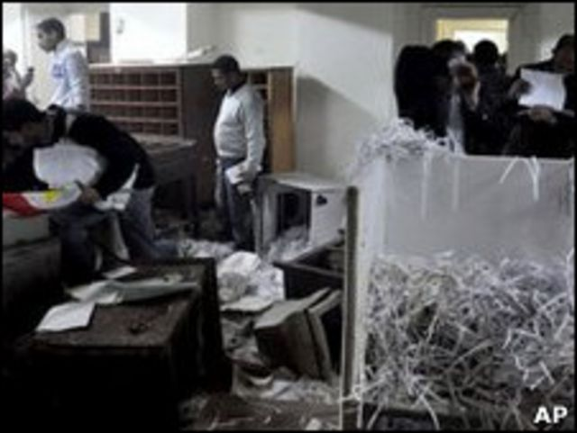 عکس آرشیوی - سازمان تحقیقات امنیت کشور مصر هدف حمله تظاهرکنندگان قرار گرفت