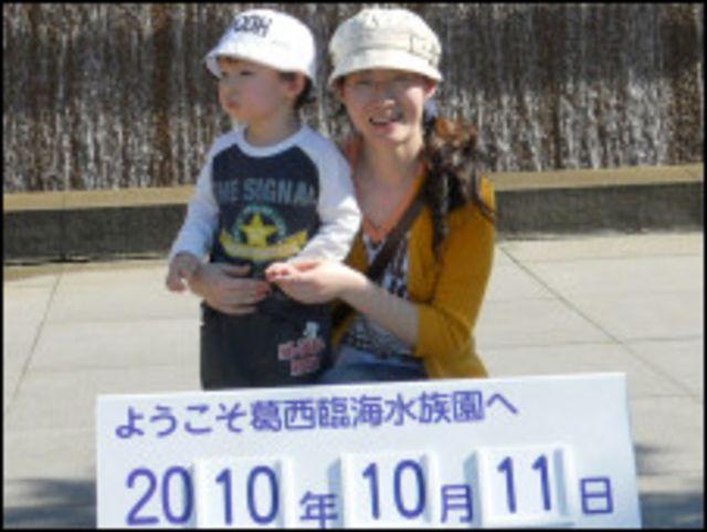 出生在日本的晗晗和媽媽在海洋公園的合影
