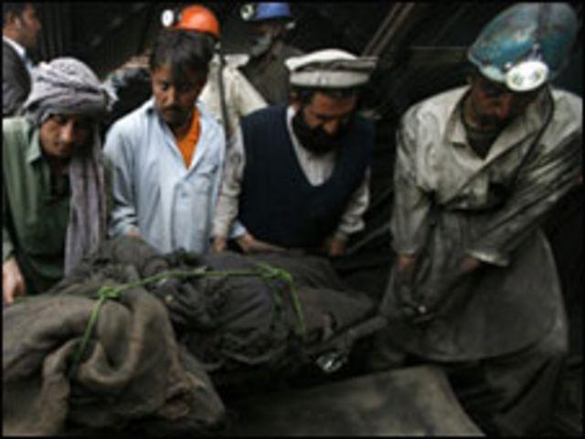 امدادی کارکنوں میں قریبی کانوں میں کام کرنے والے افراد بھی شامل ہیں
