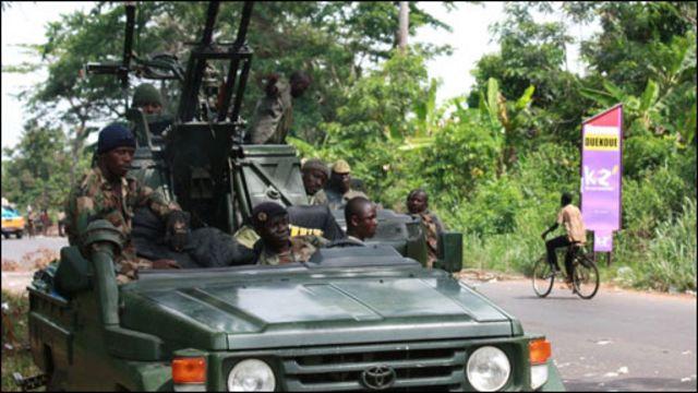 Alassan Uattara kuchlari Abidjandagi prezident qarorgohiga hujum qilmoqdalar.