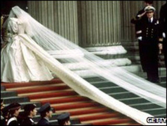 戴安娜王妃的婚紗