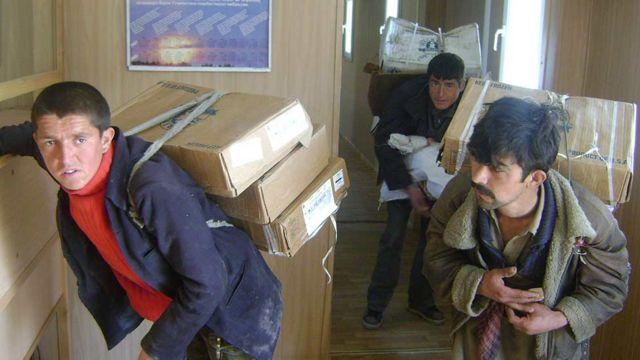 بازگشت از بازار مرزی مشترَک تاجیکستان و افغانستان