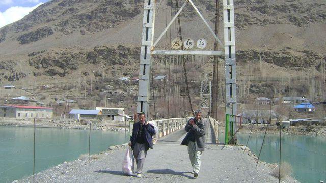 پول ارتباطی میان تاجیکستان و افغانستان در شغنان