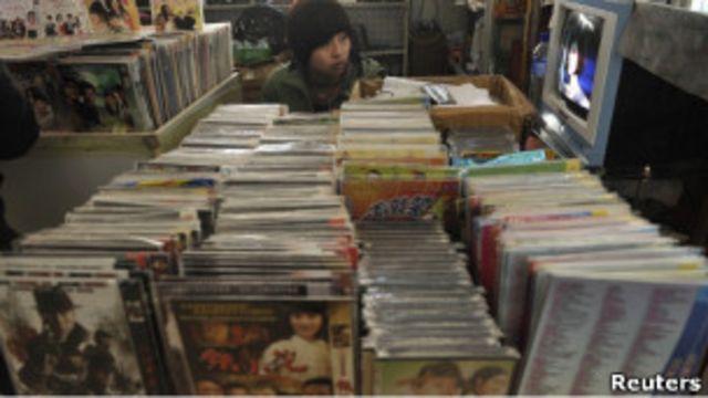 中國遼寧的一個DVD攤位
