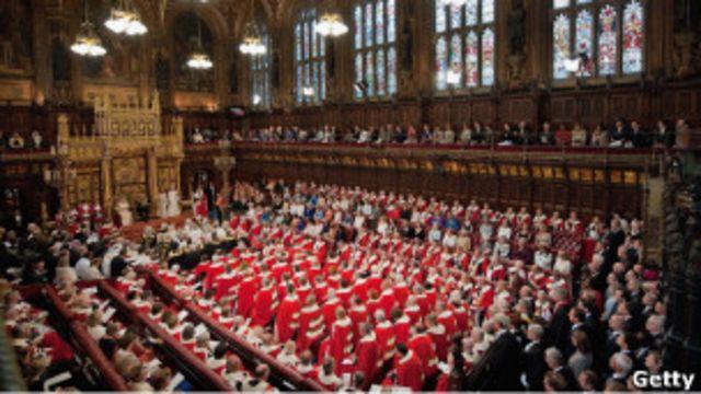 تا چند دهه پیش، عضویت در مجلس اعیان بریتانیا، که به شکلهای مختلف از قرن ۱۴ میلادی وجود داشته، صرفأ در انحصار اشراف و اعیان با القاب موروثی بود