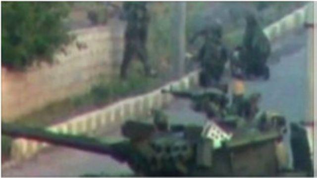 敘利亞軍隊的坦克挺進德拉