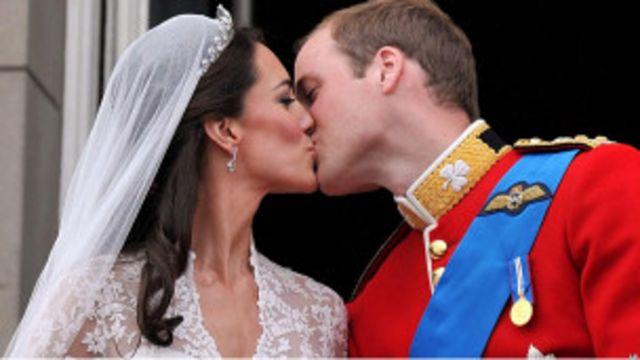 威廉王子夫婦接吻