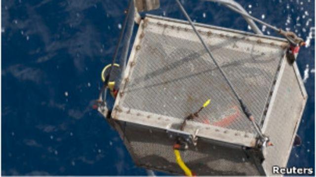 Kotak hitam Air France penerbangan 447 diangkat dari laut dua tahun setelah kecelakaan