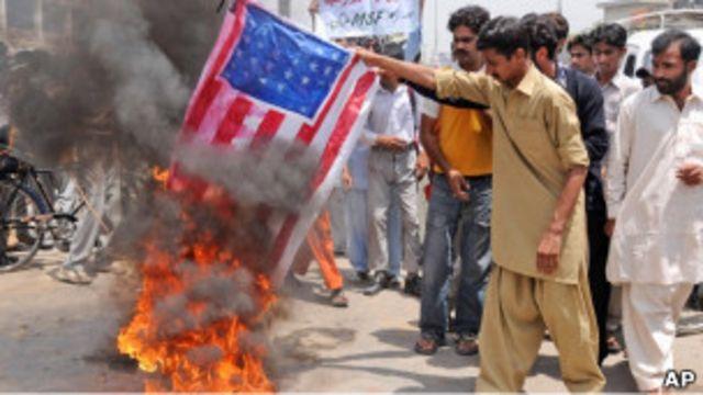 巴基斯坦民眾焚燒美國星條旗