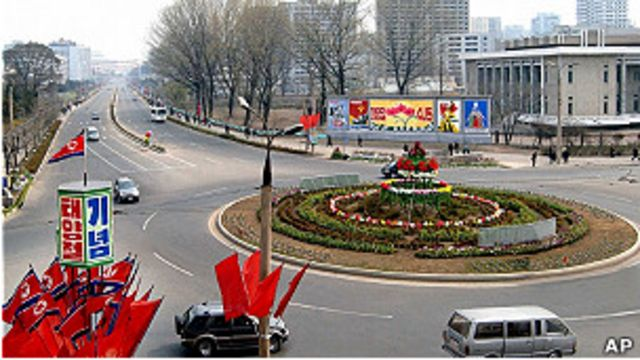 平壤街道掛彩旗紀念金日成冥壽99