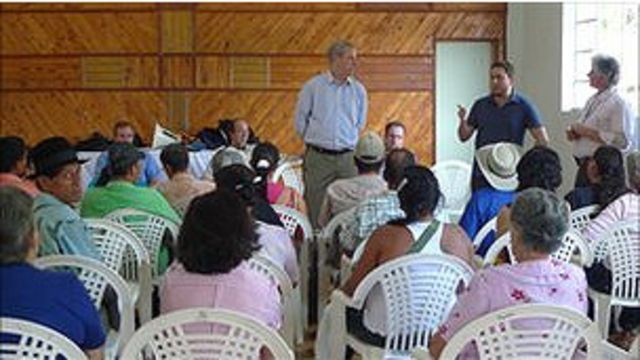 Reunión de familia colombiana con Alzheimer