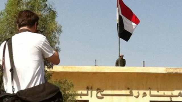مصر گذرگاه مرزی رفح را بر روی فلسطینیان باز کرده است. تصاویر این آلبوم عکس، توسط محمد منظرپور، خبرنگار بخش فارسی از محل گرفته شده اند