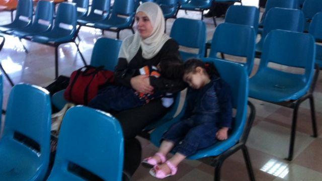زنان و کودکان و مردان بالای چهل سال اجازه دارند آزادانه رفت و آمد کنند