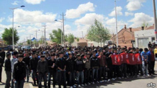 內蒙學生和牧民上街抗議(26/05/2011)