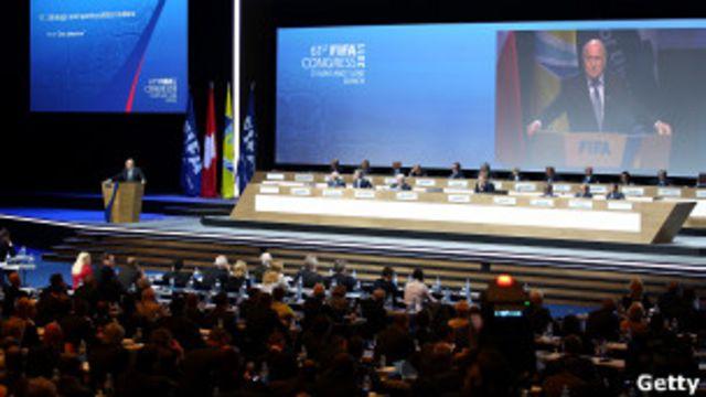 布拉特被選舉第四次連任國際足聯主席。