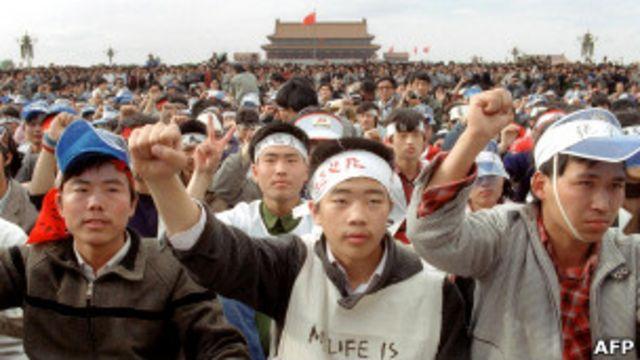 北京天安門廣場上參與絕食的北大學生(18/5/1989)