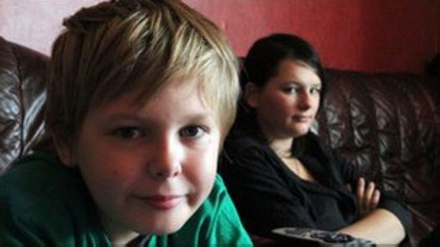 سام و کیلی؛ دو کودک از سه میلیون و پانصد هزار کودک بریتانیا که در فقر شدید به سر می برند با پدرشان در لستر زندگی میکنند.