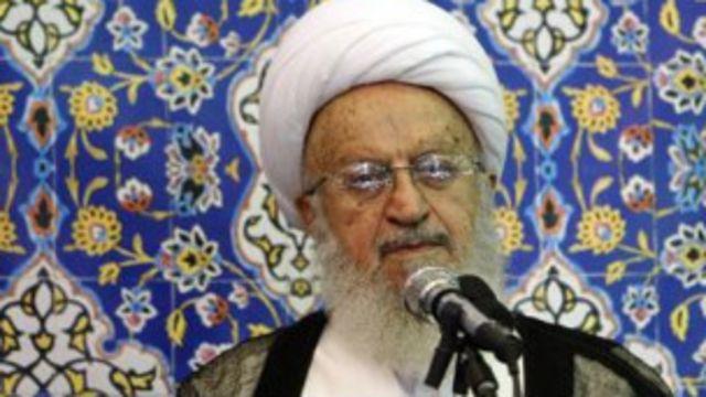 آیتالله مکارم شیرازی بدون نام بردن از محمود احمدی نژاد گفت: 'خوب است که این افراد مراقب سخنان خود باشند و بدانند که این گونه سخنان چه آثار شومی دارد.'