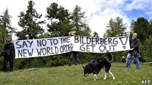 Manifestantes contra el foro Bilderberg