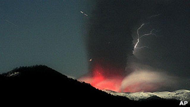 El volcán Puyehue en erupción